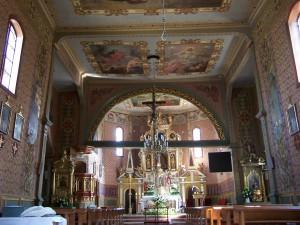 Wnętrze_zabytkowego_kościoła_w_Humniskach